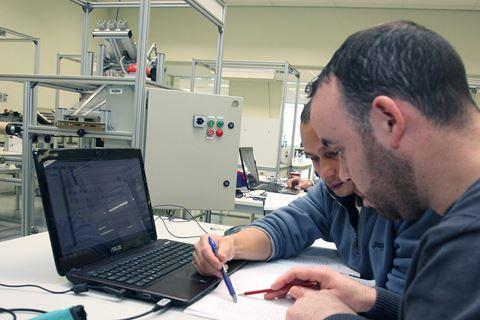 Twee cursisten PLC-techniek met CoDeSys - basis